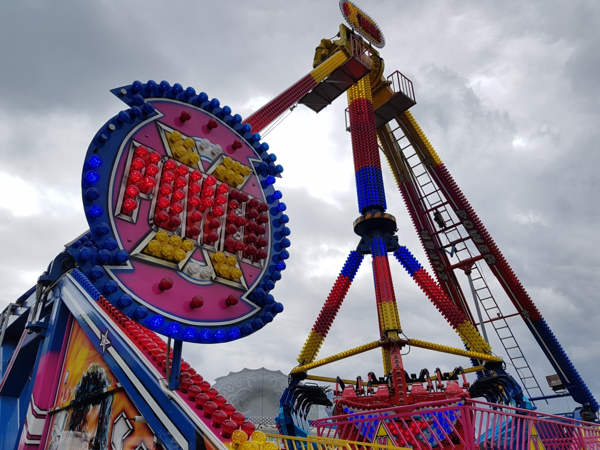 Pictures of funfair rides Carters Rides Attractions