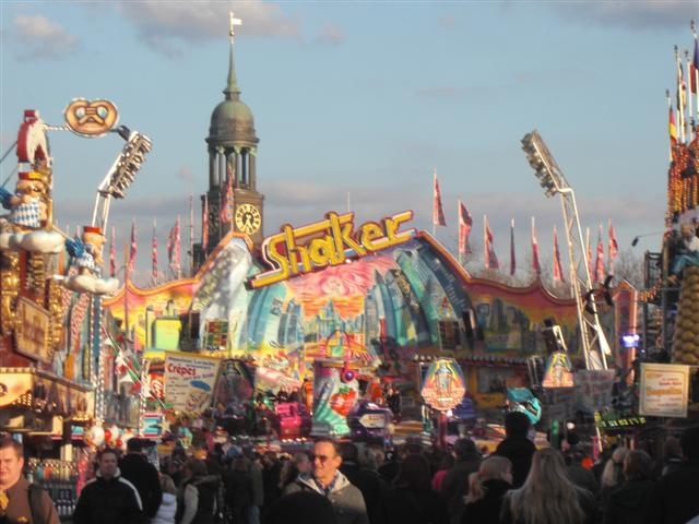 theme park review photo tr hamburger fr hlingsdom hamburg spring fair. Black Bedroom Furniture Sets. Home Design Ideas