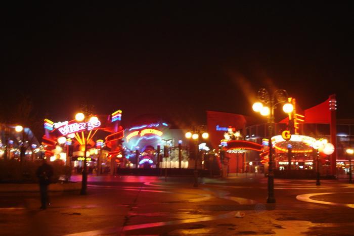 主题公园的灯光效果