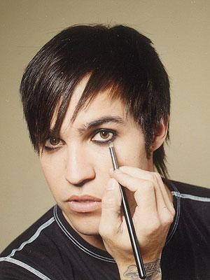 nothin wrong wit wearin makeup guy girli wear guylinerguys eyelinerit