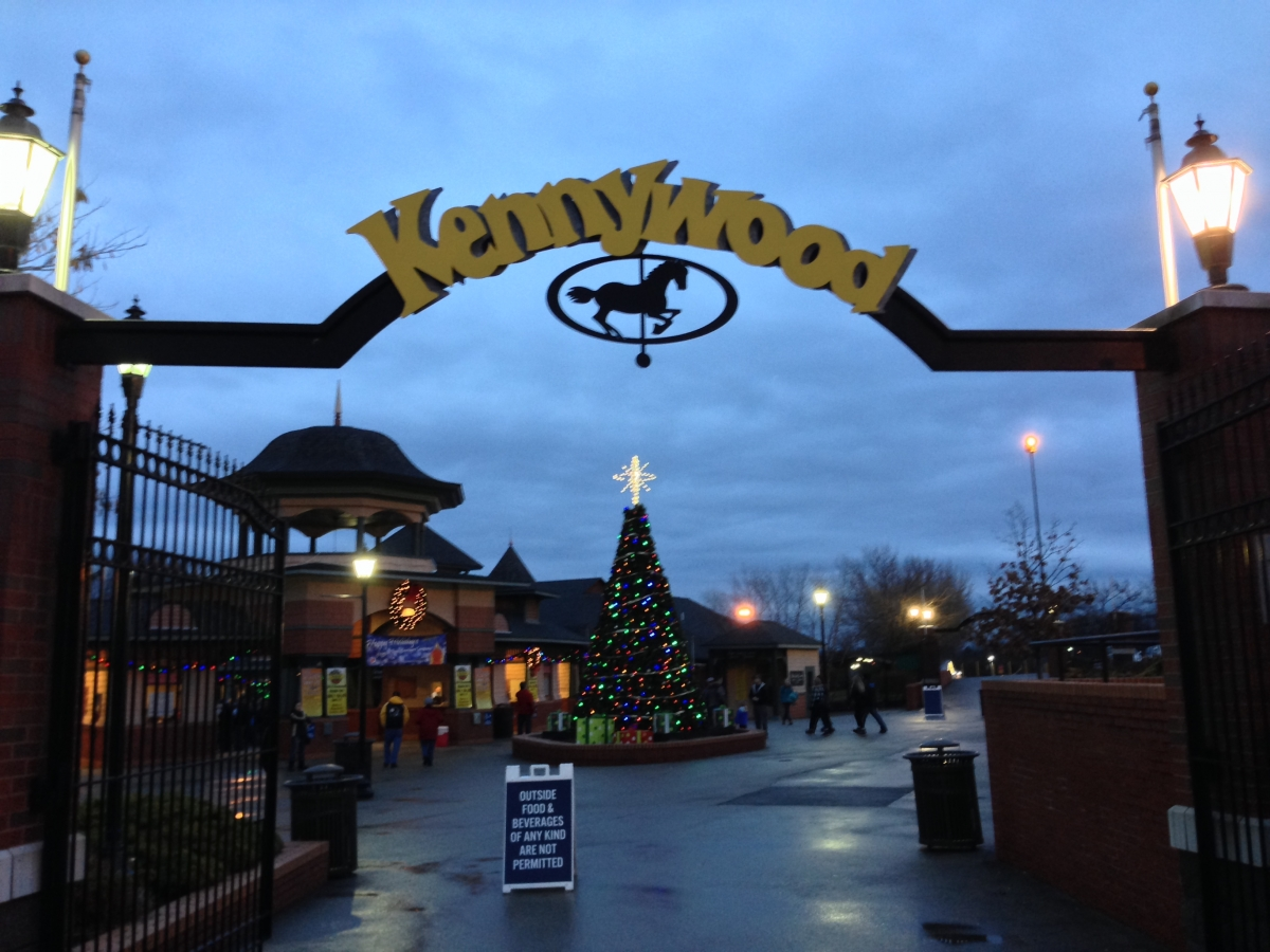 Theme Park Review • Photo TR: Kennywood\'s Holiday Lights 2013!