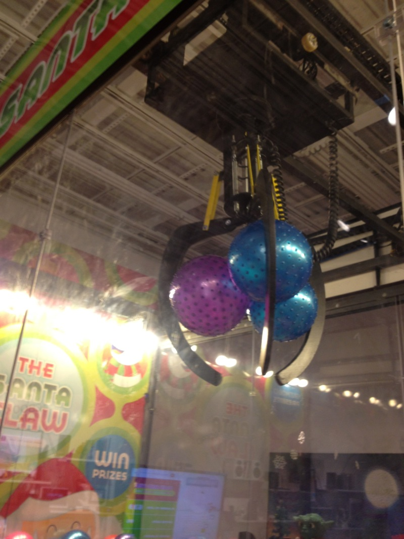 Real Art Design Group Dayton : The santa claw live machine crane game page