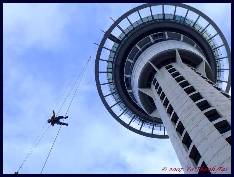las vegas jump off building