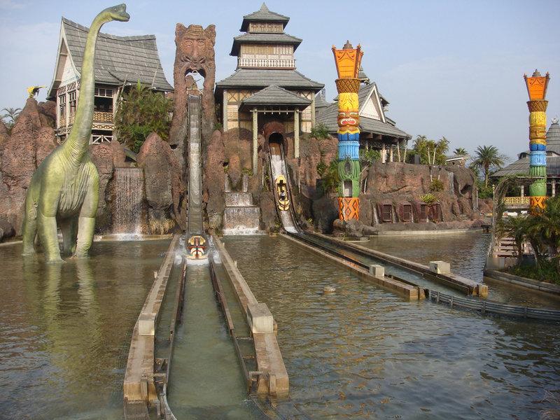 Leofoo Village Theme Park - Flume