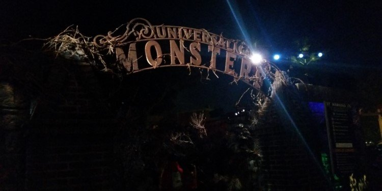 Halloween Horror Nights Begin in Hollywood!