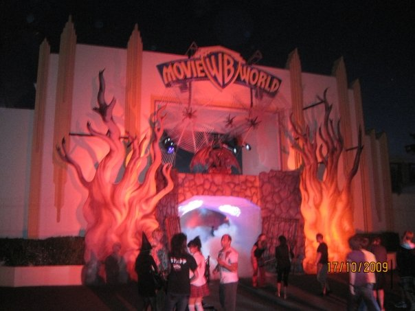 theme park review fright night warner brothers  world