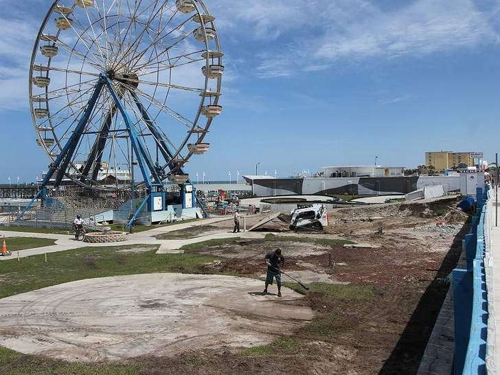 Workers Prepare The Site For A Roller Coaster Along Boardwalk In Daytona Beach On Monday May 13 2017 Bilde Jpeg 244 28 Kib Viewed 4582 Times