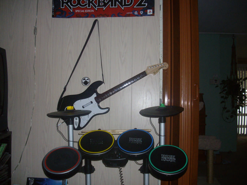 Theme Park Review • Guitar Hero World tour Vs  Rock Band 2