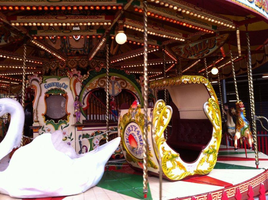 Luna Park (Sydney) - Carousel | 900 x 672 jpeg 161kB