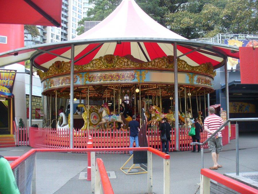 Luna Park (Sydney) - Carousel | 900 x 675 jpeg 173kB