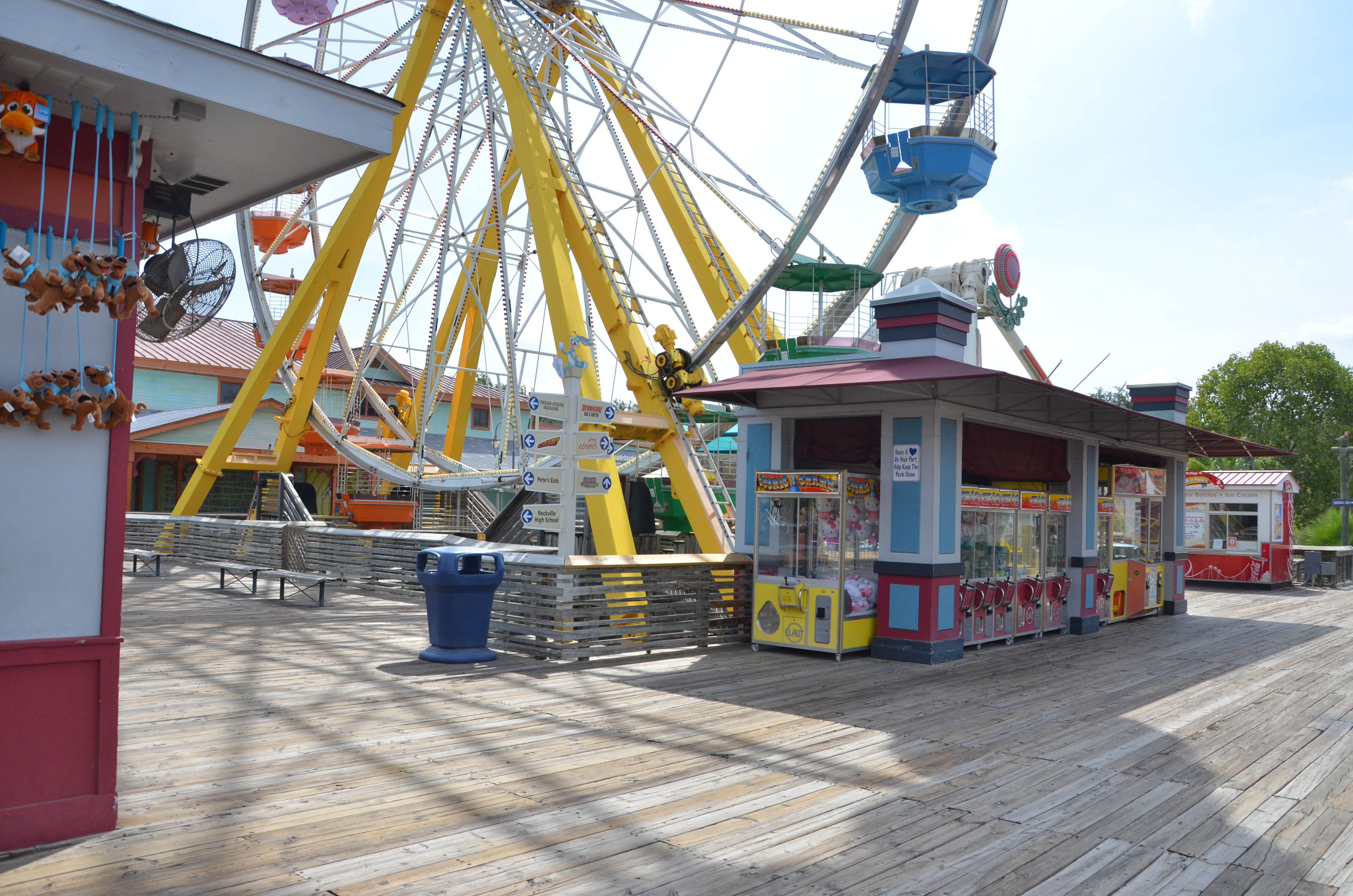 Six Flags Fiesta Texas Crow S Nest Ferris Wheel