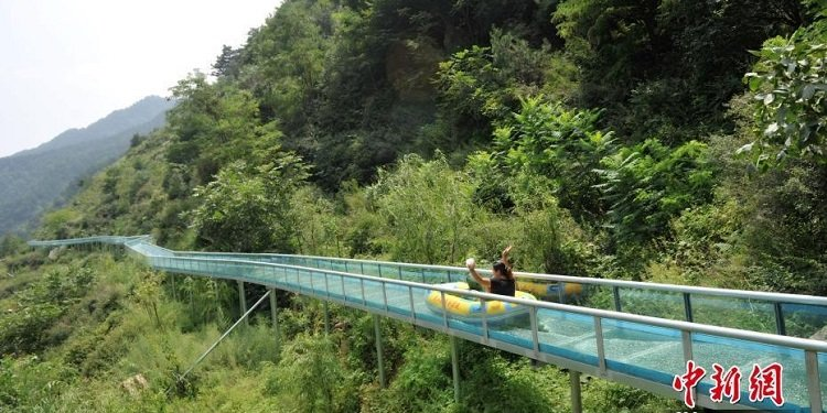 Glass-Bottomed Water Slide Opens in China!