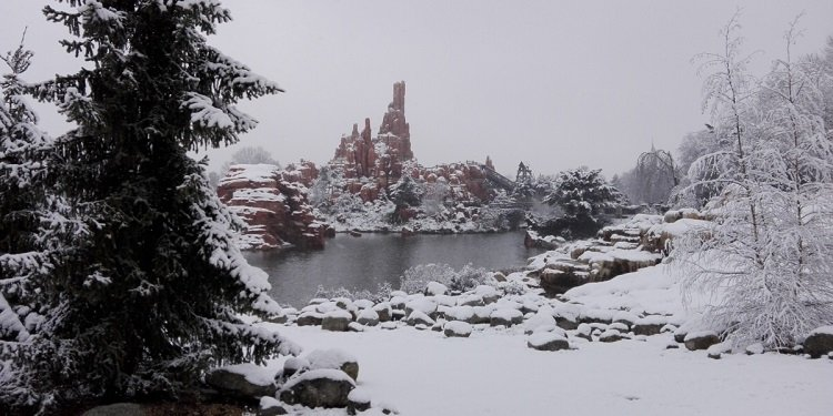 Disneyland Paris Resort in the Snow!