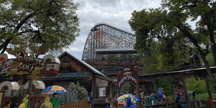 Great Trip Report from Six Flags Fiesta Texas!